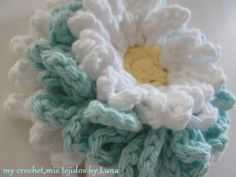 Daisies 3 in 1 and free pattern. ༺✿Teresa Restegui http://www.pinterest.com/teretegui/✿༻