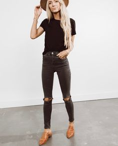 Women Work Outfits Ideas With Black Jeans To Copy - Jeans are a year-round outfit and can be easily worn during those chilly autumn days. Their immense flexibility and incredibly easy customization have. Source by ayayoutfitsdotcom Fashion outfits Look Fashion, Autumn Fashion, Fashion Outfits, 20s Fashion, New Fashion Trends, Classy Fashion, Cheap Fashion, Fashion History, Affordable Fashion