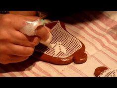 Zdobenie medovníčkov.. (How to decorate gingerbread) - YouTube