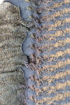 Transforming textiles // plated gold and navy cotton yarn with transfer and drop stitch. Fabric Textures, Textures Patterns, Textile Design, Fabric Design, Textile Art, Knitting Stitches, Hand Knitting, Fabric Yarn, Knitwear Fashion