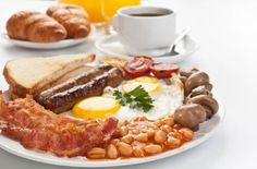 Move over fish and chips, and try some other English food. Country Breakfast, English Breakfast Tea, The Breakfast Club, English Dishes, English Food, Bacon, Fish And Chips, Top Recipes, Recipe Of The Day
