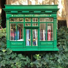 28 Little Free Libraries That Are So Adorable It Hurts Little Free Library Plans, Little Free Libraries, Little Library, Street Library, Zona Colonial, Mini Library, Library Books, Lending Library, Book Nooks