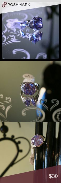 Gorgeous Amethyst Ring 925 Sterling Silver Size 8 Exquisite Della Ama Collections stunning lab created amethyst ring. Size 8, 925 Sterling Silver stamp. Amazing gift or to add to your collection. Della Ama Jewelry Rings