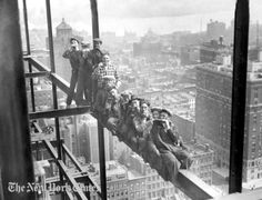 Workers take a break and play harmonicas during the construction of the Rockefeller Center skyscraper in New York City, Vintage Pictures, Old Pictures, Old Photos, Time Pictures, Iconic Photos, Vintage New York, Lunch Atop A Skyscraper, Sr1, Framing Photography