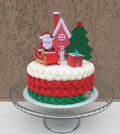 The Art Of Decorating Christmas Cake - Life ideas Christmas Birthday Cake, Christmas Cupcakes, Christmas Sweets, Christmas Goodies, Christmas Cake Designs, Christmas Cake Decorations, Holiday Cakes, Holiday Treats, Holiday Baking