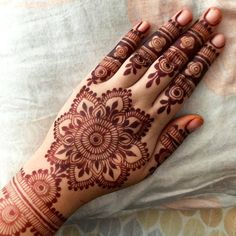 Gorgeous henna design by My favorite part of this design is the small negative roses on the fingers! Very nice pattern! Small Henna Designs, Stylish Mehndi Designs, Bridal Henna Designs, Mehandi Designs, Mehndi Art, Henna Mehndi, Henna Art, Hand Henna, Henna Images