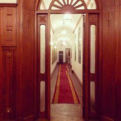 モラーヴィラホテルは階段や廊下が入り組んでいて遊びごころ満点。タイルや寄木の床もデザインが違いました。 #tabtab #travel #china #shanghai #hotel #中国 #上海 #ホテル探訪 #床好き #モラーヴィラホテル
