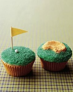 This golf-themed cupcake is perfect for a dad that loves the putting green! #Father'sDay