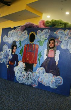 A face in hole wall! Preferably one that can be changed with the seasons.  Amelia Park Children's Museum – Westfield, MA – Exhibits include a Leopard Gecko, Snake and Tree Frog!