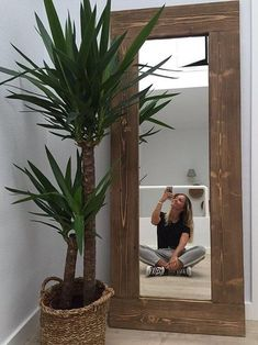 Akake mirror What is Decoration? Decoration is the art of decorating the interior and exterior of the building type buildings … Living Room Decor, Bedroom Decor, Wall Decor, Home Design Decor, Home Interior Design, Wood Mirror, Inspire Me Home Decor, House Plants Decor, Home Decor Ideas