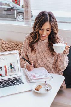 Setting goals for 2018 - Lifestyle Branding Photos - Girls Photography Branding, Photography Business, Lifestyle Photography, Photography Tips, Headshot Photography, Computer Photography, Headshot Poses, Photography Office, Headshot Ideas