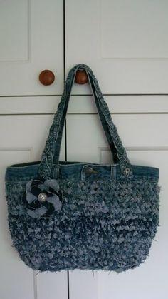 Reciclados dois pares de jeans e alguns botões - saco de crochê Upcycled! - CROCHET