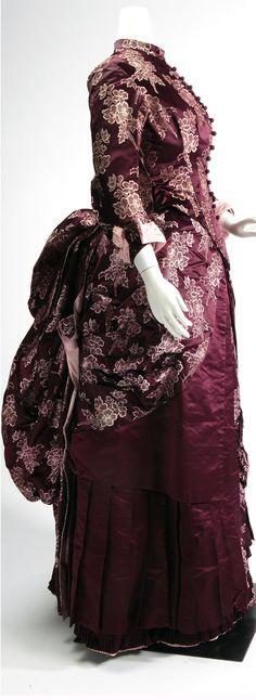 Two-piece satin dress ca. 1880. Missouri History Museum/Flickr