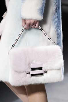 Versace Fall 2016 Ready-to-Wear Fashion Show 632320b8d8046