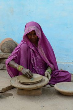 "Making "" Tawa "" , Pan for cooking Roti , India We Are The World, People Of The World, Travel Photographie, Rural India, Amazing India, Indian People, Visit India, Indian Art Paintings, Eye Photography"