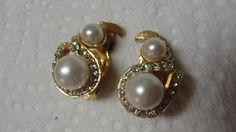 Rhinestone and Simulated Pearl Goldtone Clip by tracisallymaxx
