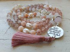 Mala Liebe Kette Diese Kette kann individuell bei uns bestellt werden! Tassel Necklace, Pearl Earrings, Jewelry, Pearls, Necklaces, Love, Schmuck, Pearl Studs, Jewlery