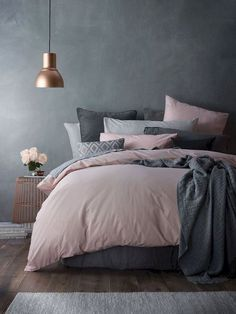 Top Perfect Bedding Ideas For Best Alternative Bedding Inspiration Bedroom Colors, Home Decor Bedroom, Beds Master Bedroom, Large Bedroom, Design Bedroom, Dark Gray Bedroom, Bedroom Ideas Grey, Bedroom Inspo, Gold Bedroom