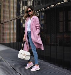 Dale un toque de color rosa a tu look con estos lindos abrigos