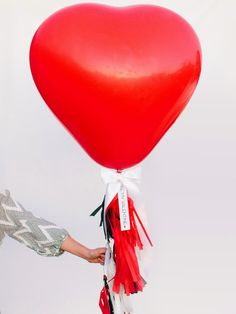 How to Make a Heart Balloon With Tissue Fringe Tassels #balloons #valentinesday #diy