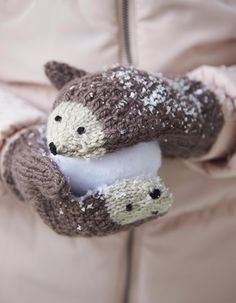 DIY Knit Hedgehog Mittens A free knitting pattern by Andie. (Mingky Tinky Tiger + the Biddle Diddle Dee) Crochet Baby Mittens, Crochet Mittens Pattern, Knitting Patterns Free, Knit Crochet, Free Pattern, Crochet Gifts, Easy Crochet, Crochet Gloves