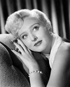 Photo: Celeste Holm Poster : great photo of her, Old Hollywood Glamour, Golden Age Of Hollywood, Vintage Hollywood, Hollywood Stars, Classic Hollywood, Vintage Glamour, Vintage Beauty, Old Movie Stars, Classic Movie Stars