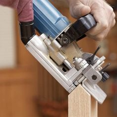 Woodworking Techniques, Woodworking Projects, Biscuit Joiner, Woodworking Jigsaw, Wood Magazine, Wood Joints, Diy Shops, Building Furniture, Joinery