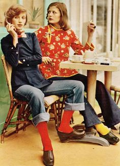 Marie Claire - January Photographed by Arthur Elgort vintage fashion color photo print ad models magazine designer casual jeans shirt jacket clogs socks 70s Vintage Fashion, Seventies Fashion, Tomboy Fashion, Mode Vintage, Vogue Fashion, Vintage Denim, 70s Fashion, Fashion History, Fashion Models