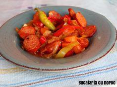 Tocanita de ardei si carnati (spetsofai grecesc) - Bucataria cu noroc Noroc, Sweet Potato, Carrots, Potatoes, Vegetables, Potato, Carrot, Vegetable Recipes, Veggies