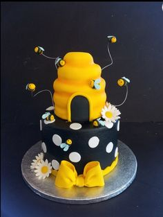 Perfect! Bee Birthday Cake, Bumble Bee Birthday, Bee Cake Pops, Fondant Bee, Bumble Bee Cake, Cake Structure, Bee Cakes, Bee Party, Cupcakes