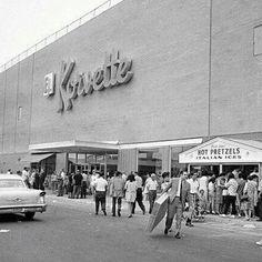 Korvette's - Bay Parkway & Shore Parkway Brooklyn New York, New York City, Brooklyn Image, Brooklyn Girl, Roseville Michigan, Detroit History, Local History, Long Island Ny, Detroit Michigan
