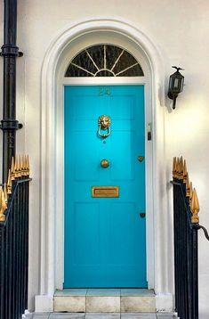 Fabulous aqua front door in Kensington, London, England Exterior Front Doors, Entrance Doors, Doorway, Old Doors, Windows And Doors, Turquoise Door, Aqua Door, Door Design, House Design