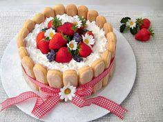 Ecco come preparare una deliziosa torta charlotte alle fragole. Un dolce fresco…