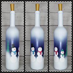 Snowman Family-Winter-Christmas-Lighted Wine Bottle-Gift-Home Decor Christmas Wine Bottles, Lighted Wine Bottles, Painted Wine Bottles, Bottle Lights, Decorated Bottles, Liquor Bottles, Glass Bottles, Wine Glass, Glass Art