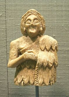 Female votive statuette from the Early Dynastic III Period. The Sumerian alabaster statuette dates back to 2600-2350 BCE. Princeton University Art Museum, Princeton, NJ. Photo by Babylon Chronicle