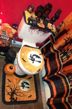 Halloween Bathroom Decor Sets Awesome Halloween Decorations Bathroom to Scare Away Your Guests Halloween Bathroom Decorations, Halloween Bedroom, Halloween Home Decor, Halloween House, Halloween Themes, Zombie Decorations, Fall Decorations, Holiday Decor, Halloween Cans