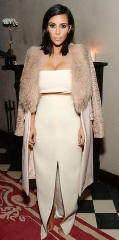 Kim Kardashian is the epitome of chic in this neutral toned look. From her floor-sweeping skirt to her shoulder-robed jacket, every inch of this outfit is achingly glam Looks Kim Kardashian, Estilo Kardashian, Kardashian Style, Kardashian Jenner, Kardashian Family, Kardashian Beauty, Kardashian Fashion, Kylie Jenner, Nice Dresses