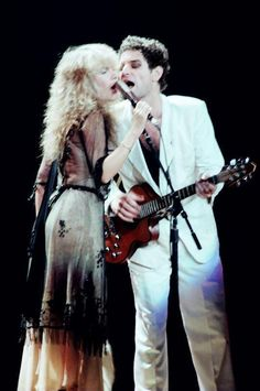 Stevie Nicks and Lindsey Buckingham, Fleetwood Mac. Stevie Nicks Lindsey Buckingham, Buckingham Nicks, Stephanie Lynn, Stevie Nicks Fleetwood Mac, Look Vintage, Gypsy Style, Her Style, My Idol, Rock And Roll