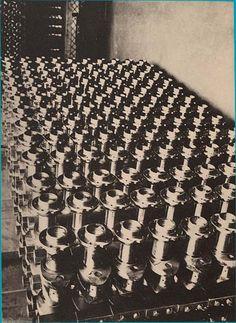 Germaine Krull (1897-1985). Bobines, Vers 1929, Planche 44 du portfolio de Germaine Krull Métal. Paris, A. Calavas éditeur, 1929.