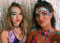 Festival glitter makeup festival looks, rave festival, festival hair, Festival Looks, Rave Festival, Festival Hair, Festival Fashion, Lollapalooza, Rave Halloween, Coachella Makeup, Festival Makeup Glitter, Glitter Face