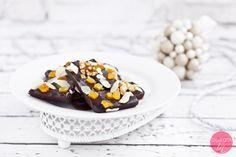 Domowa czekolada, do przygotowania w wersji ekspresowej lub nieco bardziej pracochłonnej.  http://dorota.in/jadalne-prezenty-na-boze-narodzenie/