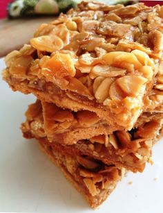 almonds and honey bars No Cook Desserts, Delicious Desserts, Yummy Food, Desserts Caramel, Easy Cooking, Cooking Recipes, Chocolate No Bake Cookies, Ice Cream Packaging, Almond Bars
