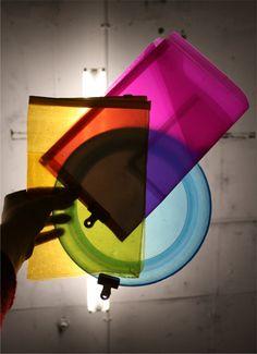 Panelen naast elkaar en vanuit ander perspectief overlappen ze en vormen andere kleuren