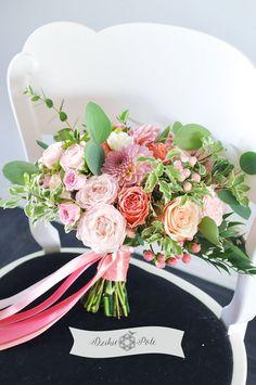 bukiet ślubny kolorowy brzoskwiniowe koralowe kwiaty boho wedding bouquet coral peach flowers Weddings, Table Decorations, Boho, Cake, Home Decor, Decoration Home, Room Decor, Wedding, Kuchen