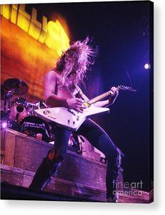 (*´Д`*) [drúːl] — Metallica James Hetfield (by Concert Photos) Black Metal, Heavy Metal Rock, Heavy Metal Bands, Jason Newsted, Cliff Burton, Robert Trujillo, Bruce Dickinson, Power Metal, Death Metal
