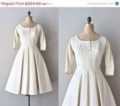 25 OFF SALE.... Carronade wedding dress / vintage by DearGolden, $168.00