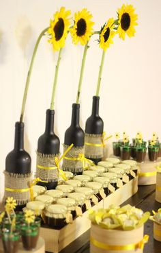 Decor, sunflower, girassol, rustic, rustico, aniversario, birthday, party, festa, dessert table, mesa de doces