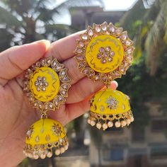 To buy this whatsapp This earing for just RS +shipping. Indian Jewelry Earrings, Indian Jewelry Sets, Silver Jewellery Indian, Head Jewelry, Indian Wedding Jewelry, Jewelry Design Earrings, Bridal Jewelry, Jewelry Party, Indian Bridal