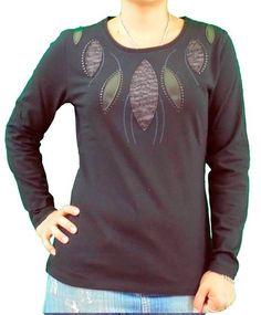 Camiseta bordado con aplicaciones NEGRO