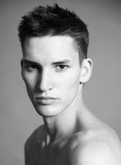 Les mannequins de Vogue Hommes International printemps-été 2014 Dominik Bauer